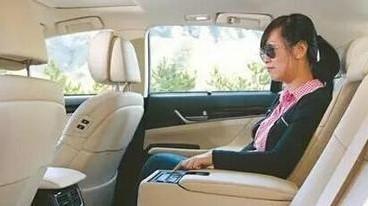 车上哪个位置最危险?别再让家人这么坐了!