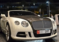 迪拜夜晚实拍双色宾利欧陆GT2012款