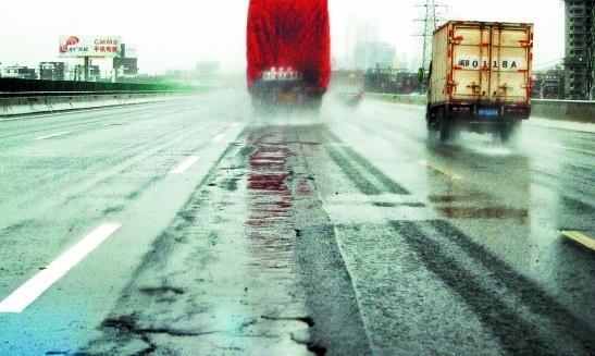雨天行驶 这个功能要关闭 老司机劝大家别犯傻