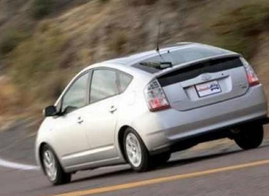 开车减速不踩刹车 这3种方法省油还更安全!