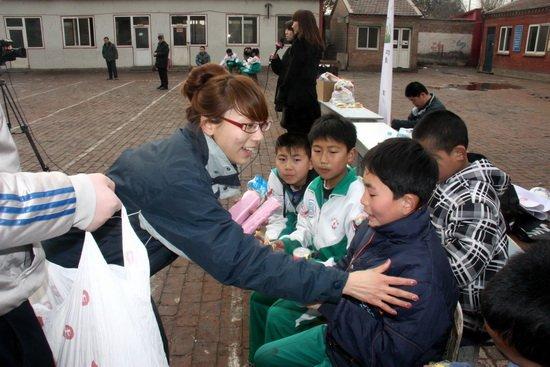 让世界充满爱 京宝行举办行知小学爱心运动会