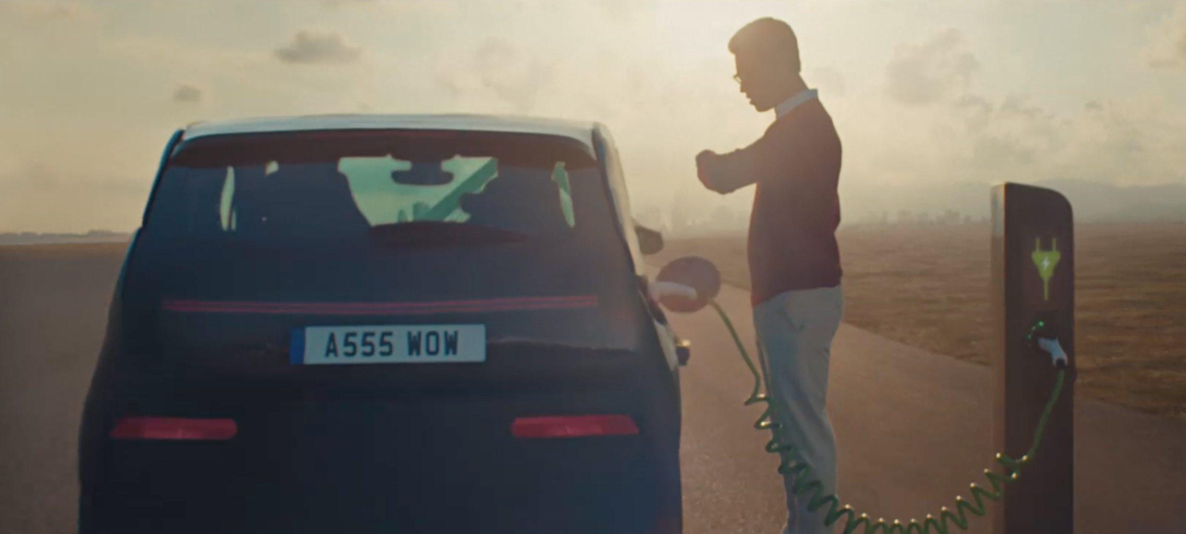 丰田制作反电动车广告以推销新款混动版卡罗拉轿车