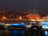 梅赛德斯-奔驰文化中心与中国馆、世博轴交相辉映