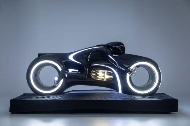 这8部电影让我们相信蝙蝠车和光轮赛车是真实的