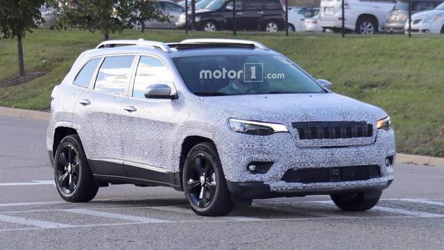 Jeep新款自由光谍照 作废分体式头灯