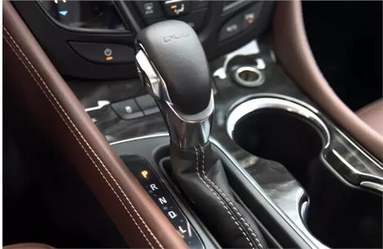 自动挡车型驾驶技巧 超车时避免油门踩到底