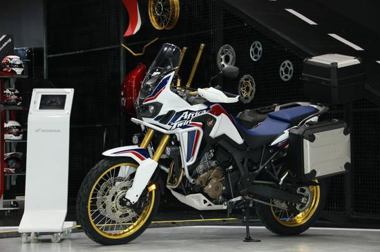 最大摩托车展台 Honda DreamWing惊艳亮相成都车展