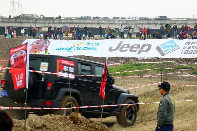 四川马帮越野邀请赛在蓉举行 500余辆越野车扎堆秀车技