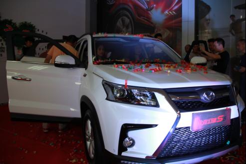 6万级唯一T动力SUV,北汽幻速S5成都上市
