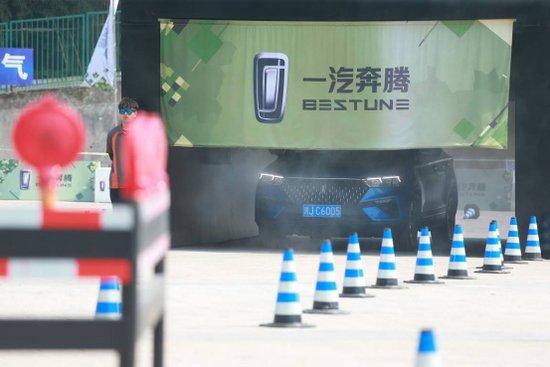 试驾还能这么玩?趣味挑战赛 汽车也疯狂——奔腾T77全国媒体试驾会重庆站圆满成功