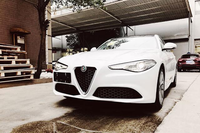 重庆首拍:全新进口Alfa Romeo Giulia豪华运动轿车