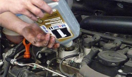 自己动手换机油省时省力 但这些细节得注意