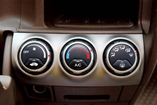 冬天车窗容易起雾 老司机这招除雾真有效