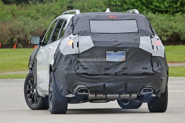 Jeep改款自由光谍照曝光 将年底正式发布