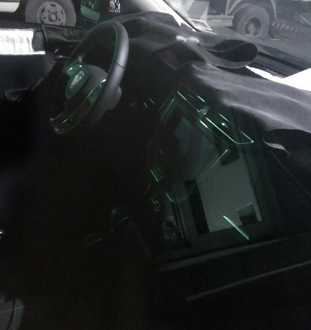 曝荣威全新SUV路试谍照 定位低于荣威RX5