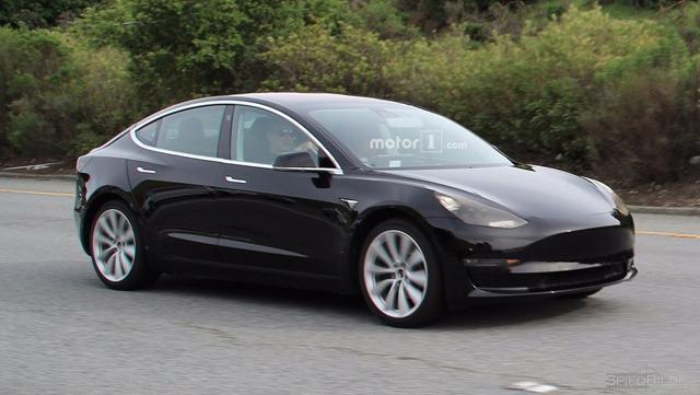 特斯拉Model 3量产版谍照曝光 取消中控台