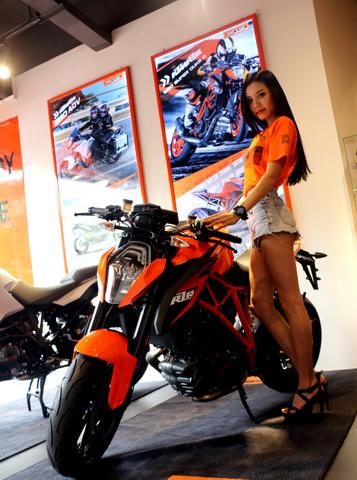 KTMR2R摩托车正式落户海口 售2.98万起