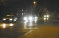 车灯乱开害人害己 车辆远光灯你用对了吗