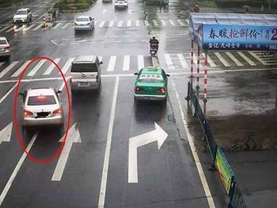 路上最易被扣分地点 大多因这四大陷阱路口