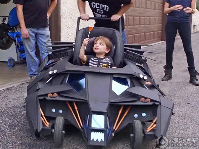 """儿子喜欢""""蝙蝠战车""""老爸亲手造一辆"""