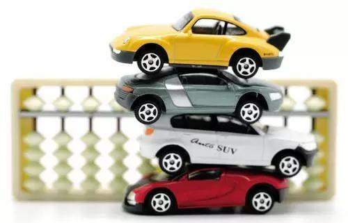 想知道你的车贬值了多少吗?扫一扫免费估价