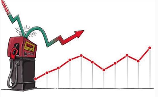 """年末""""三连涨""""收官 油价每升又贵8分钱"""