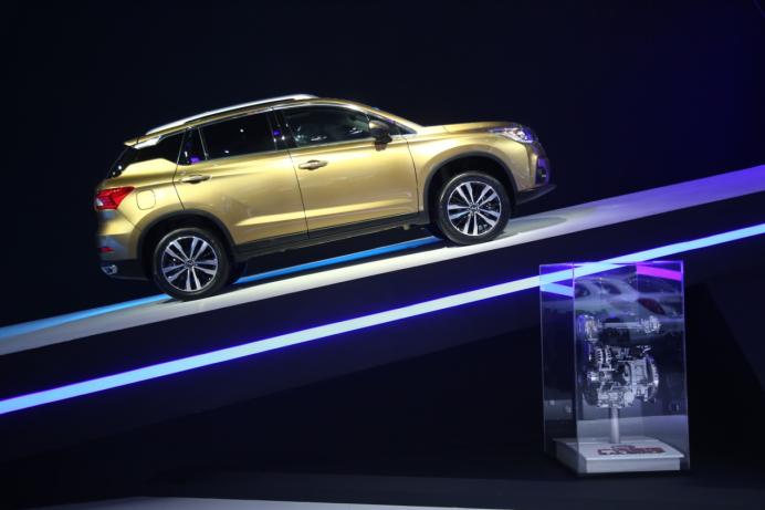 广汽传祺GS8领衔全系亮相广州车展  EnLight概念车全球首发