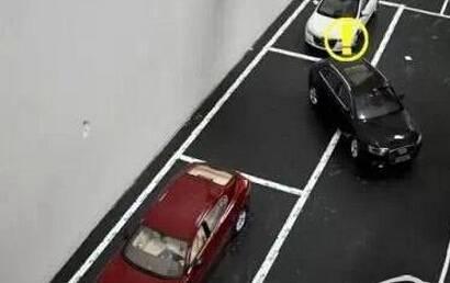 倒车入库偏移如何回正方向 一点点修方向