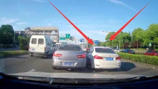 开车碰到有车加塞 到底让不让呢?
