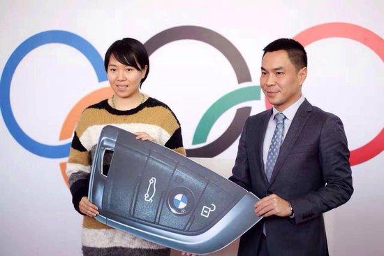 国球传奇奥运冠军李晓霞济南万宝行交车仪式