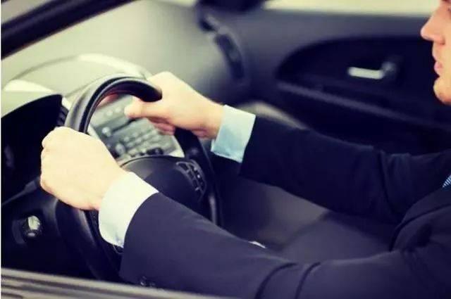 老司机为什么都喜欢将座椅往后调?原来还有这讲究