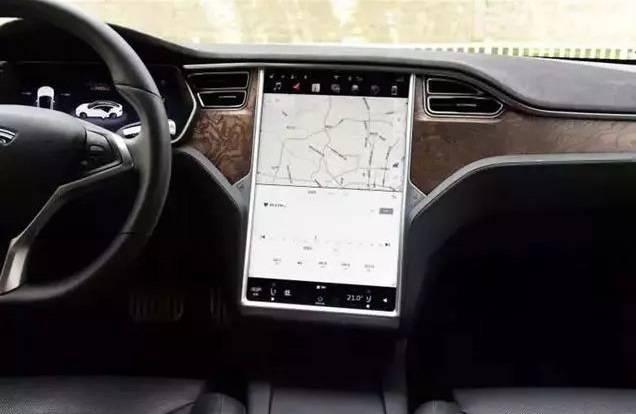 车内装49英寸的显示屏 还让不让人好好开车吗?