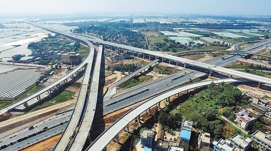 嵩昆高速小铺枢纽立交建设完工 预计年底通车