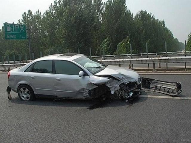 高速一旦发生这种事故 死亡率竟接近100%