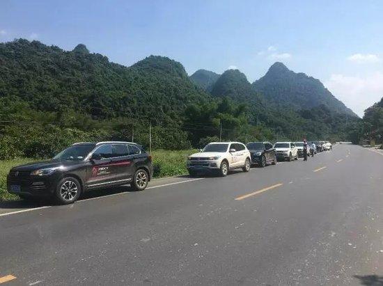 这个地方,猴群漫山遍野,难道他们去了花果山?