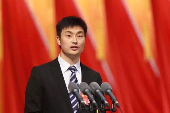 """吉利金牌""""蓝领""""吕义聪全票当选党代表"""