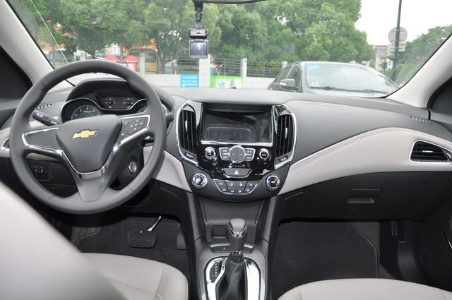 2015款新科鲁兹内饰-车超所值 试驾2015款新科鲁兹1.4T DCG豪华版