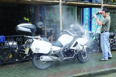 摩托车沪A黄牌价格超40万元 一张铁皮抵一辆奔驰