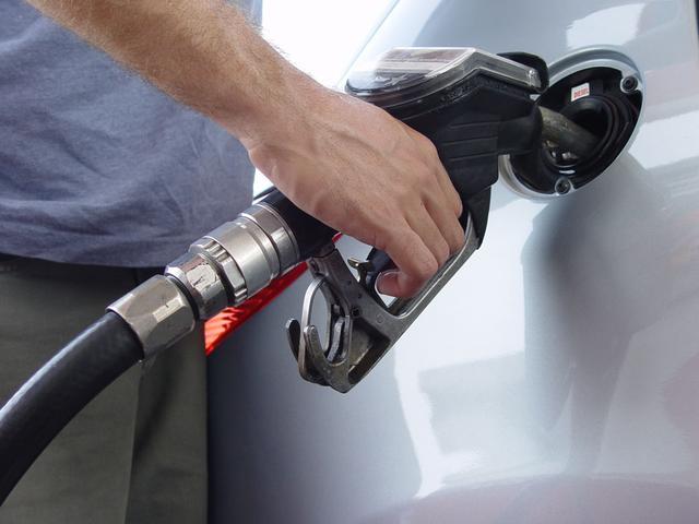 七种驾驶习惯是高油耗元凶 低档高速不可取