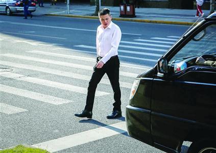 沪电子警察已抓拍5000余违章 将扣分罚款
