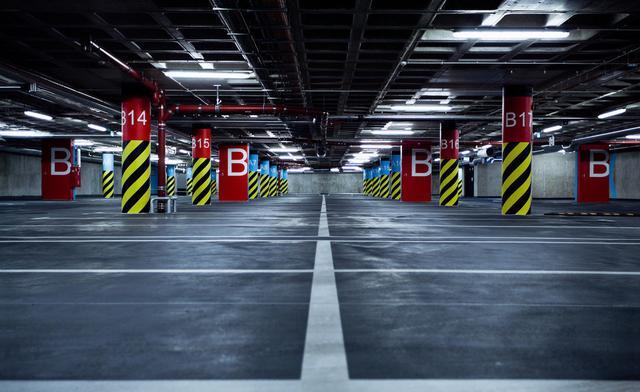 沪两大机场停车费周五起上涨 超8小时涨价