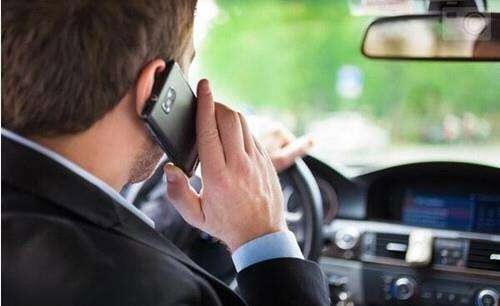 沪交警解读:红灯、拥堵时打电话也属违规