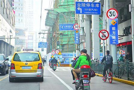 司机按指示牌左转却频遭处罚 官方:系位置示意图