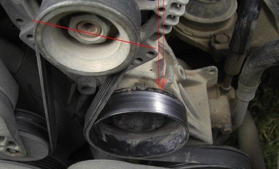 冬天要勤检查发动机皮带轮 出现异响及时换图片