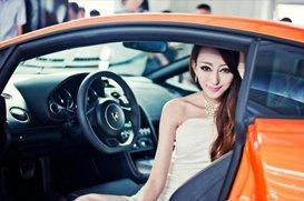 清纯车模绝美出镜