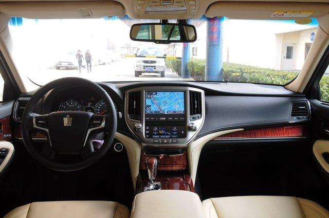 丰田皇冠 2015款 2.5L AT尊享版
