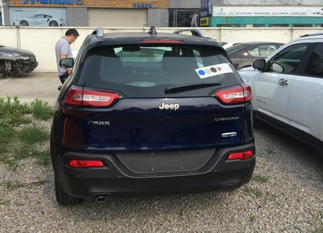 几天曝光的广汽菲克国产Jeep自由光实车-国产Jeep自由光将今年10高清图片