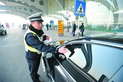 刚一停车交警就来 禁止长时间停车到底多久