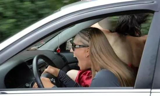 """解析女司机成为""""马路杀手""""的原因"""
