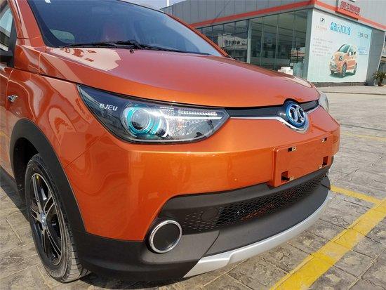 北汽新能源增添新成员EC180 襄阳光彩店到店实拍